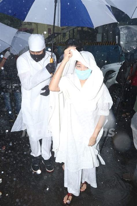Sushant Singh Rajput's Funeral Pictures: Friends and
